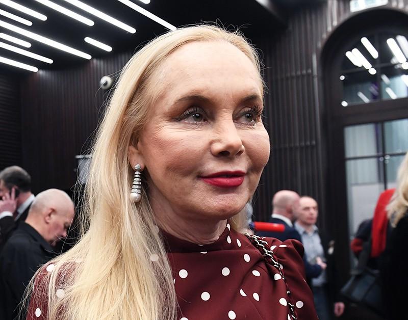 «Недолго горевала»: 69-летняя Нелли Кобзон вышла в свет в элегантном наряде