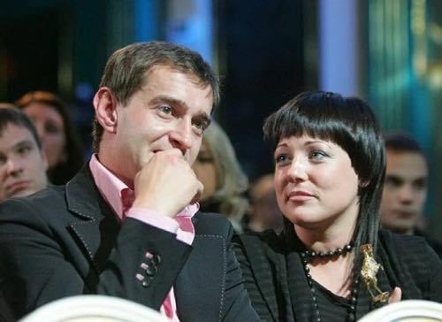 шелковый платок актер хабенский фото его жены тут требуется
