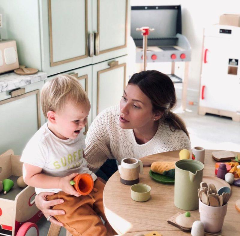 «Счастье есть»: Регина Тодоренко поделилась милыми фото с сыном