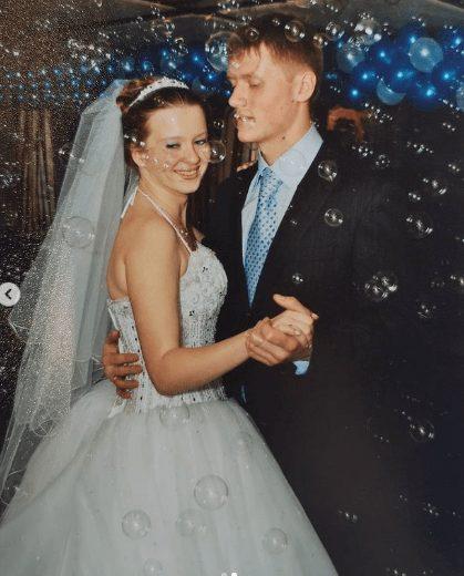 Симпатичная пышечка. 35-летняя Копанова позирует на фото, пытаясь скрыть набранные килограммы