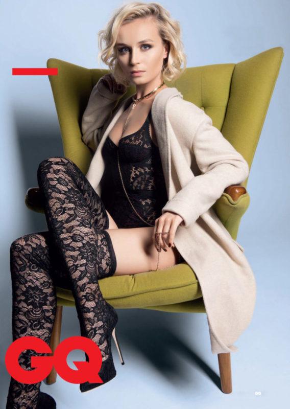 «Ноги — спички в ажурных чулках». Полина Гагарина удивила фанатов смелыми фото