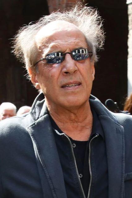 Дряхлый дедуля. Папарацци опубликовали фото Адриано Челентано в свои 83