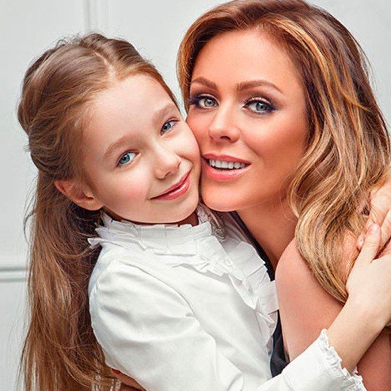 Унаследовала мамины глаза: подросшая дочь Началовой вышла в свет в новом стиле в качестве модели