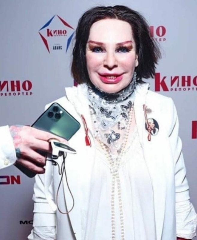 С Моисеевым одно лицо. Фанаты не признали Агузарову, которая вышла в свет после долгого затворничества