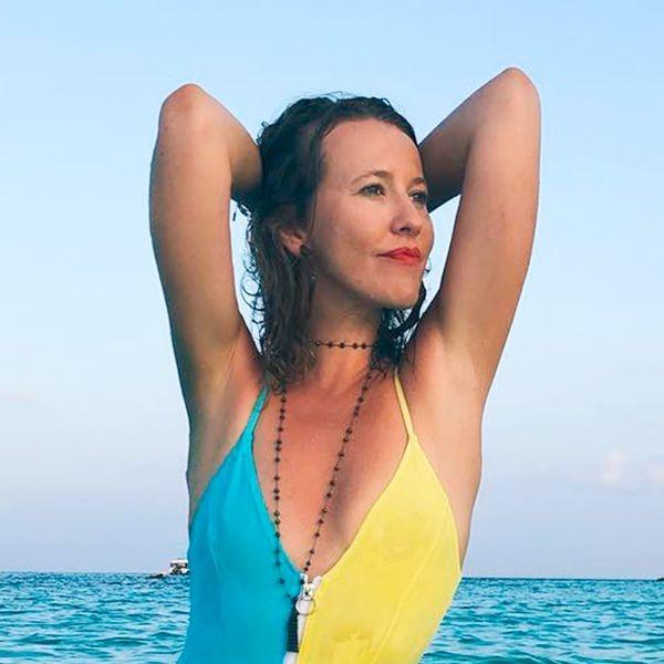 «Нулевой размер, а на животе складки»: фото 39-летней Собчак в пляжном наряде критикуют в Сети