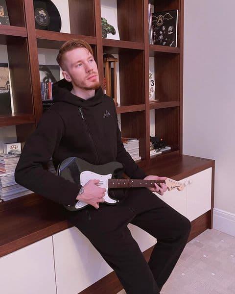 Никита Пресняков станет достойной заменой Костолевскому: музыкант приглашен в спектакль «Безымянная звезда»