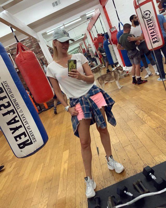 «Ноги на миллион долларов»: Олеся Судзиловская похвасталась стройной фигурой в бикини и поделилась секретами красоты