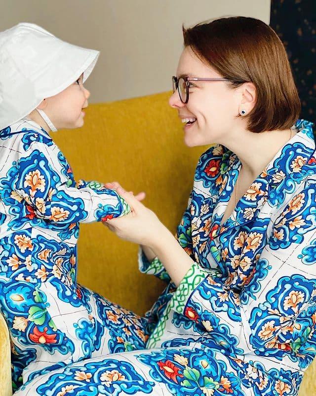 У супруги Петросяна округлился животик, что стало причиной слухов о второй беременности