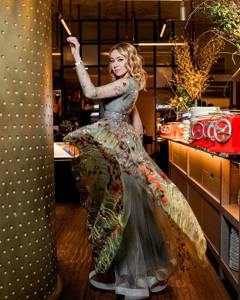 Стоимостью московской квартиры: Рудковская вышла в свет с шикарным украшением, Бородина похвасталась подарком от мужа