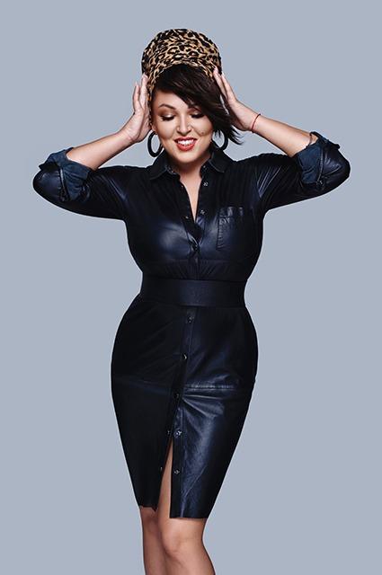 «Ножки стройные, как у модели». Ирина Дубцова позирует в интригующем наряде на курорте