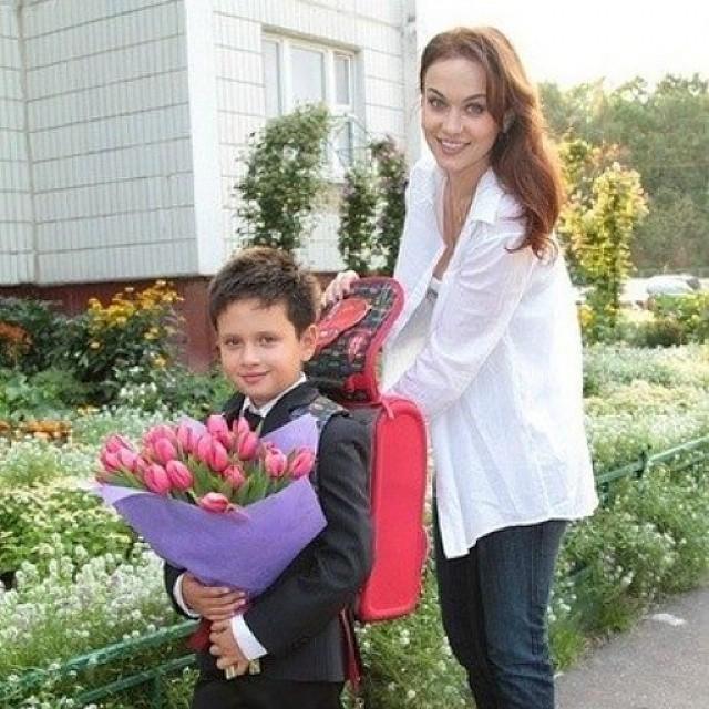 Внешность как у модели: фото 18-летнего сына Марии Берсеневой, которое вызвало шквал положительных эмоций