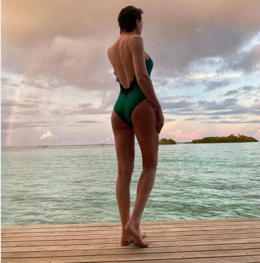 Аппетитными формами в пляжном наряде, блеснула Настасья Самбурская