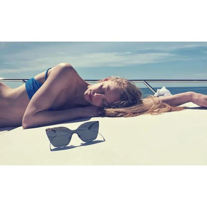 «Стройная как лань». Светлана Ходченкова порадовала новыми фото с отдыха на яхте