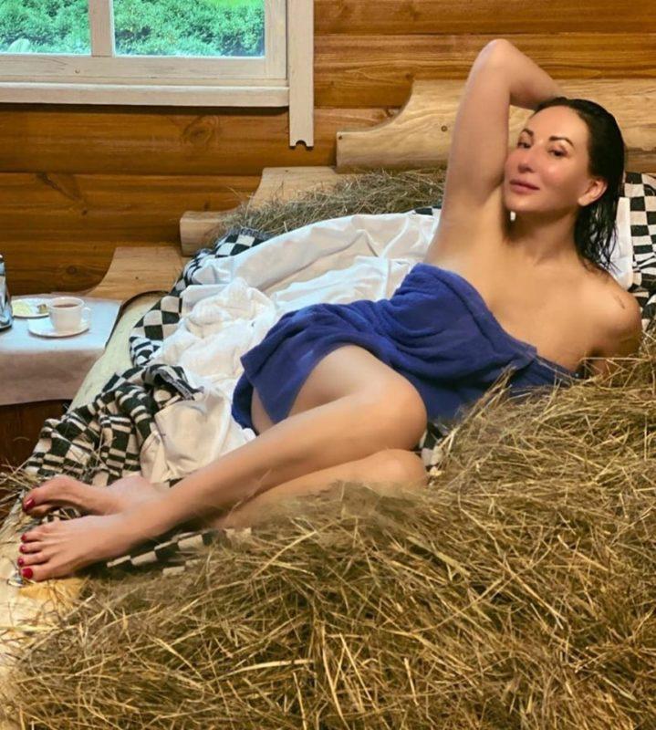 «Дряблый животик»: 520-летняя Алика Смехова опубликовала смелый фото, которые привлекли внимание пользователей