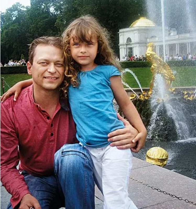 Долгожданное счастье с 3-ей попытки: фото дочек и красавицы жены Анатолия Кота