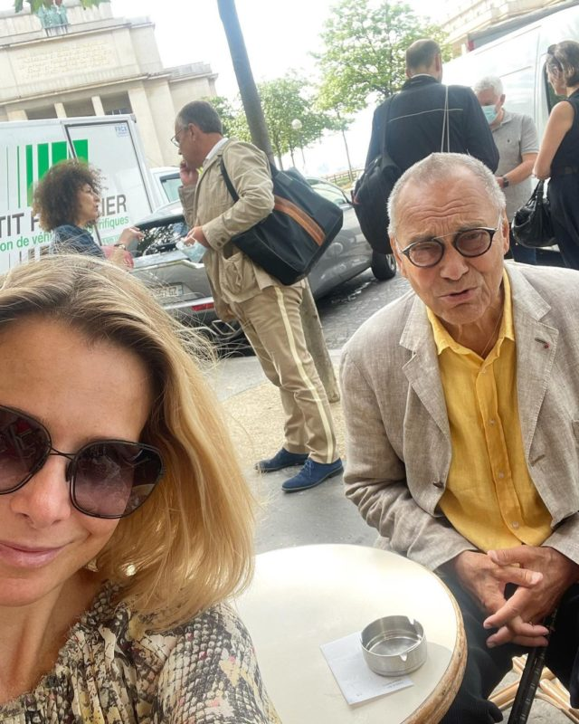 Дедуля с молодой внучкой: в Сети прошлись по новым фото Кончаловского и Высоцкой