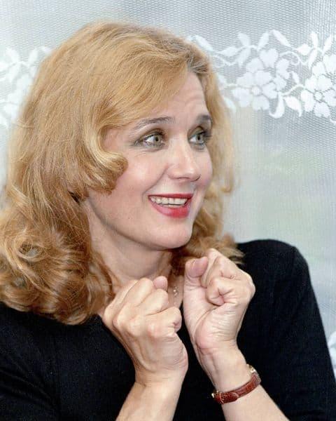 Природная красота и грация: свежее фото Ирины Алфёровой обсуждают в Сети