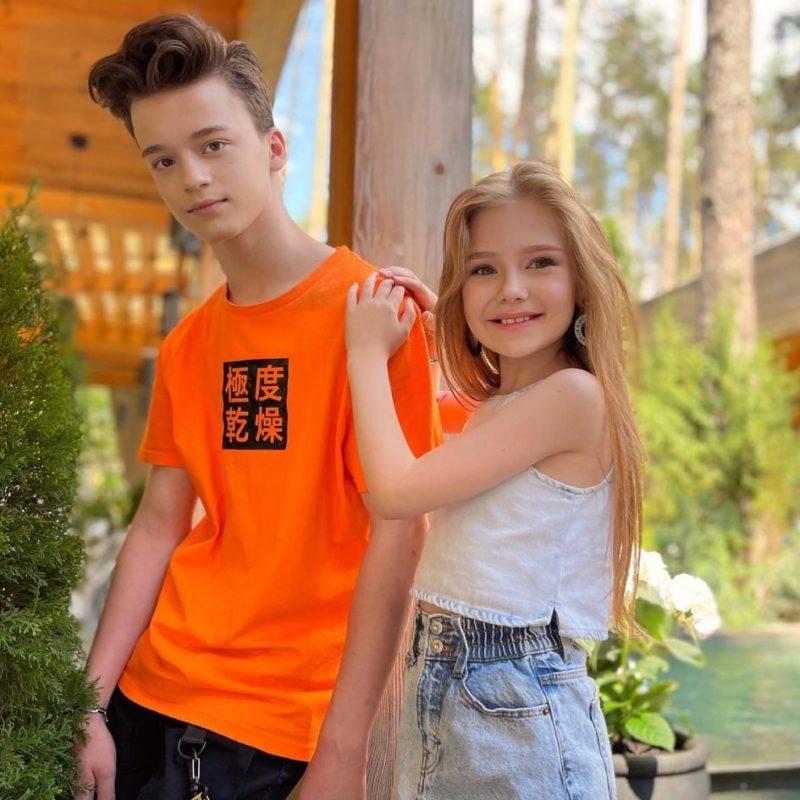 Новые Ромео и Джульетта: девочка-блогерша 9 лет опубликовала новое фото с 14-летним парнем