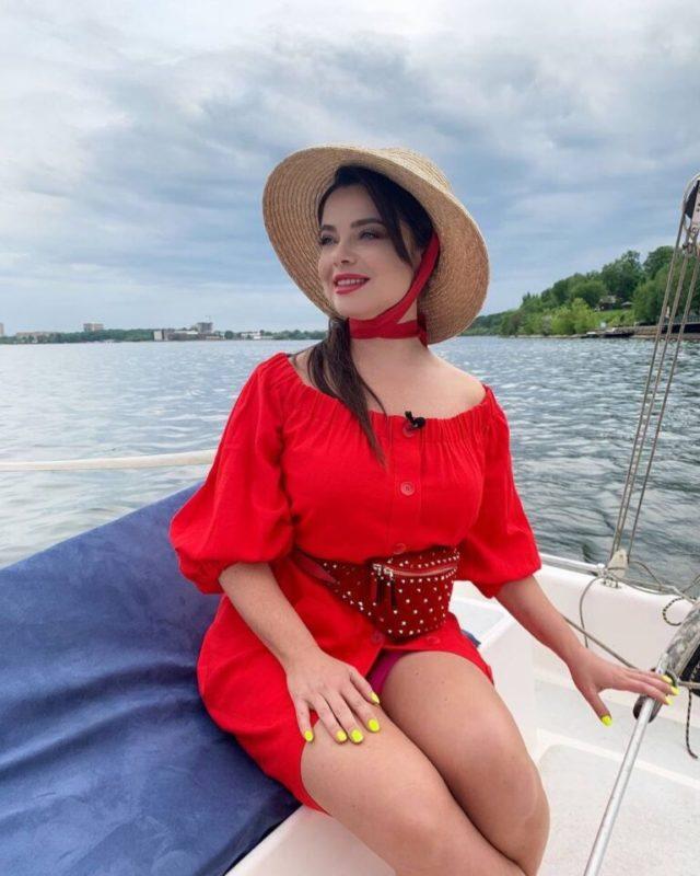 «Простая тётка с расплывшемся лицом»: Наташа Королёва засветила себя на видео без косметики и фильтров
