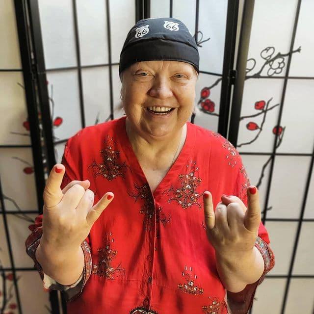 «Я сказала детям не плакать!»: Светлана Крючкова борется с тяжёлым недугом и уже подобрала платье для судного дня