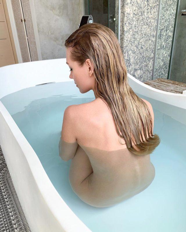 «Рассталась с Гариком, чтобы выставить это фото»: Кристина Асмус опубликовала пикантное фото в ванной
