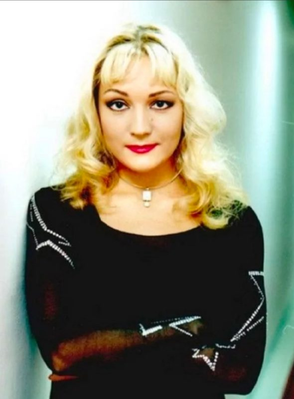 Буланова утянула лицо, аж скулы выпирают: в 52-летней певице сложно узнать звезду 90-х