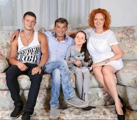Фото красавицы жены и детей 56-летнего Николая Добрынина